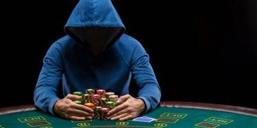 Casino Spieler mit Chips